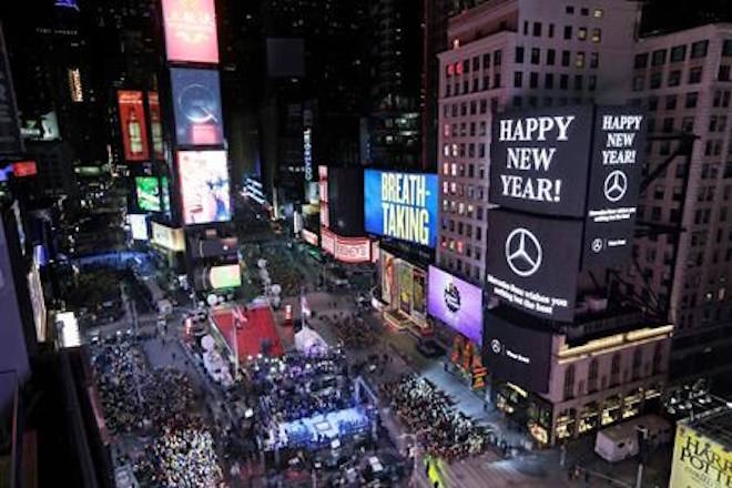 crystal ball drops in frigid times square to mark 2018 abbotsford news