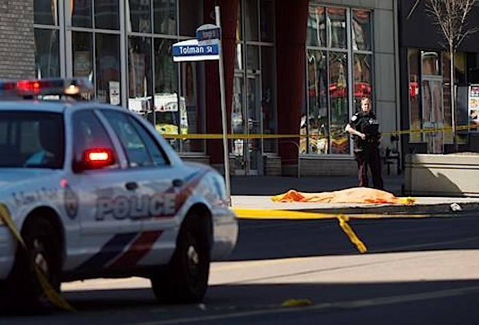 62af43e8a7c14c Toronto police officer  gave himself the space and time  in van attack