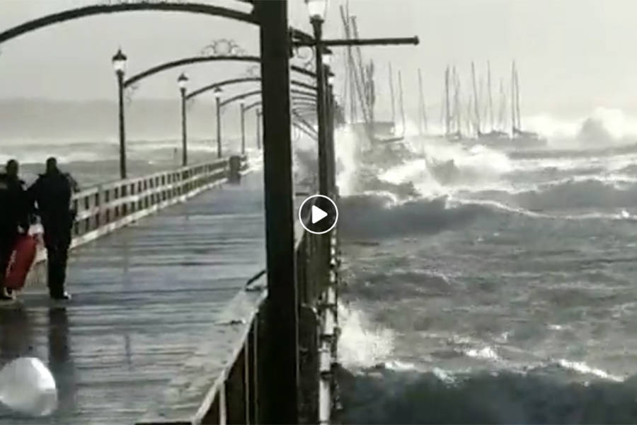 Video Dramatic Video From White Rock Pier Abbotsford News