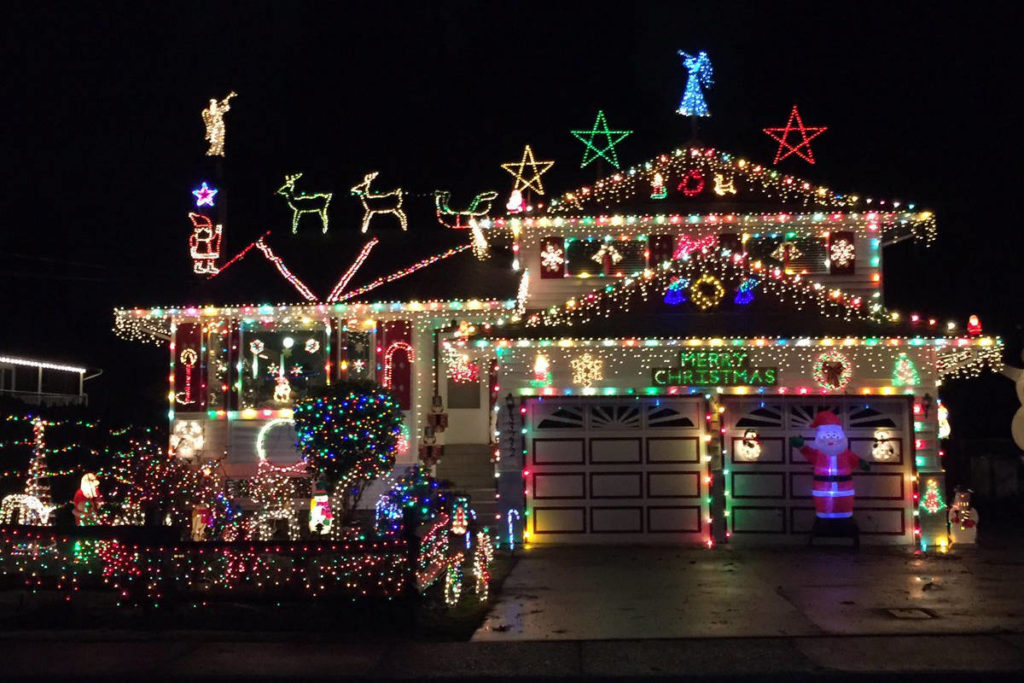 VIDEO: Christmas Lights in Abbotsford - VIDEO: Christmas Lights In Abbotsford - Abbotsford News - NewsLocker
