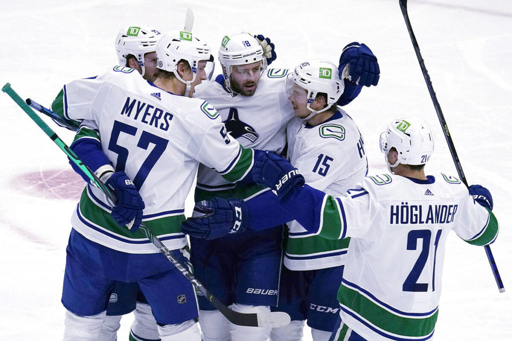 Vancouver Canucks roll into Chicago and thump winless Blackhawks 4-1 - Abbotsford News